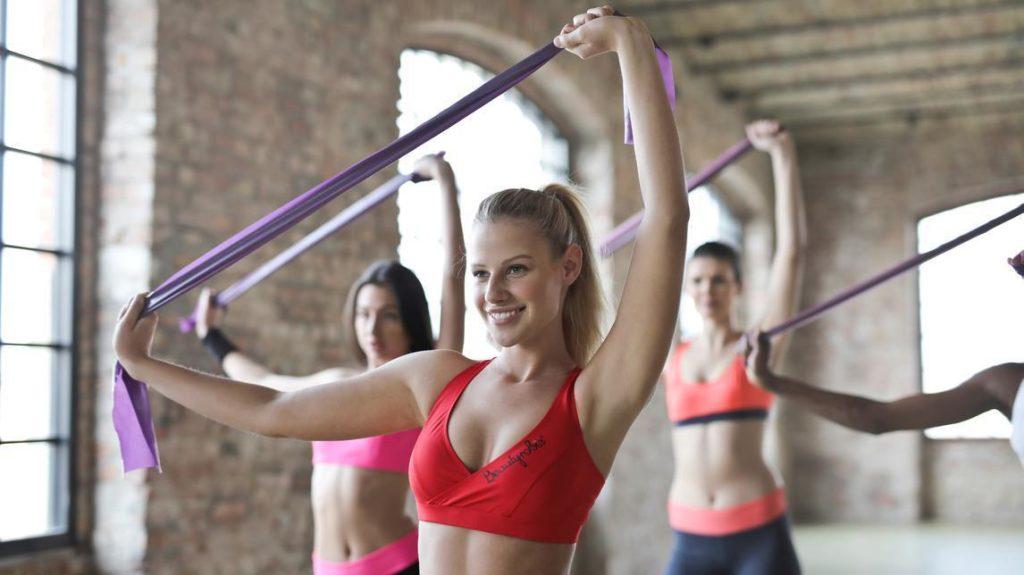 Muzyka ułatwia ćwiczenia w grupach.